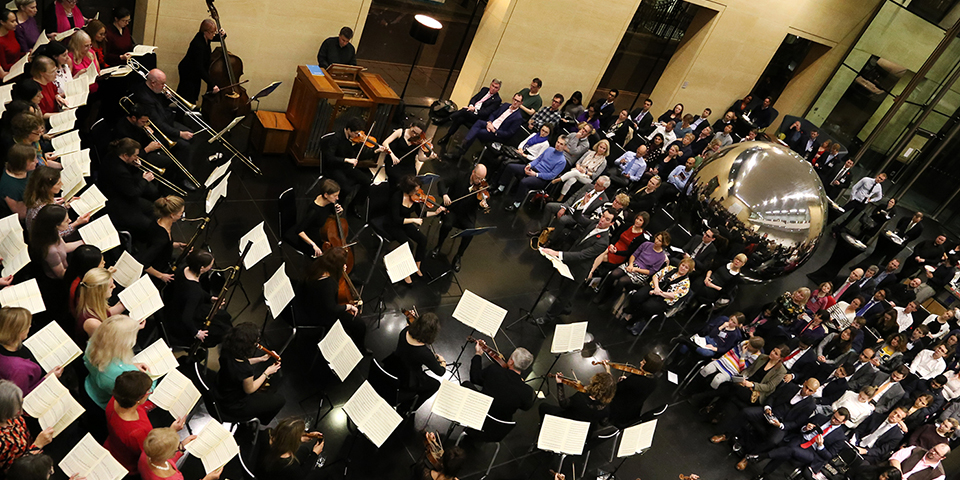 The Deutsche Bank Singers and PriceWaterhouseCoopers Choir performing Mozart's Requiem with the Gabrieli Consort © Frances Marshall (Marshall Light Studio)